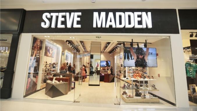 Steve Madden cuenta con más de 189 tiendas a nivel mundial y en  Latinoamérica tiene presencia en México, Chile, Panamá, Perú, entre otros.