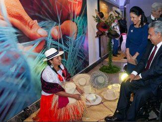 Artesanos exponen sus obras en Museo del Palacio de Gobierno en Ecuador ad70d59b70d